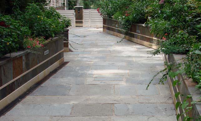 Piastrelle Da Esterno Grigio : Pavimenti per esterni per ogni tipo di esigenza e gusto