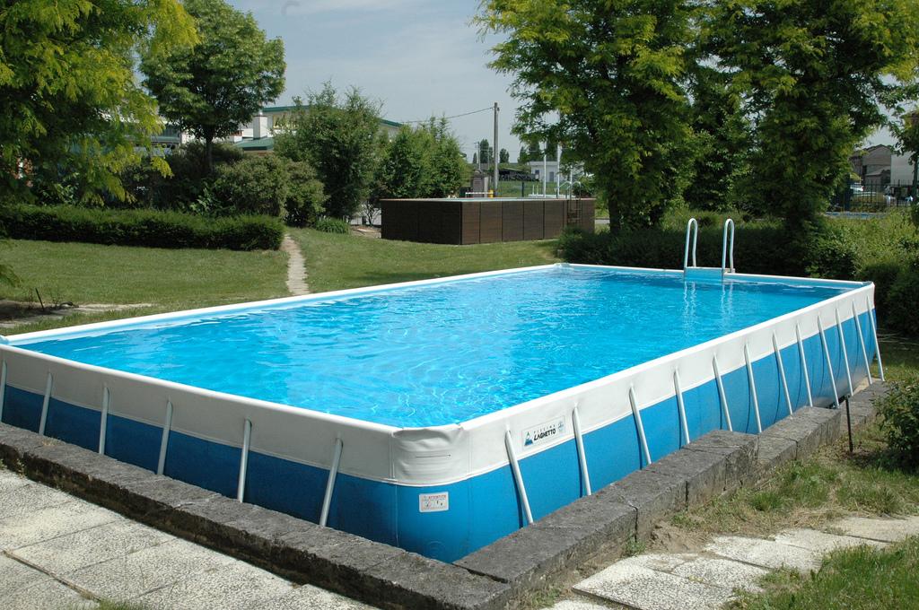 Come valutare una piscina fuori terra usata il web per amico - Piscina rigida usata ...